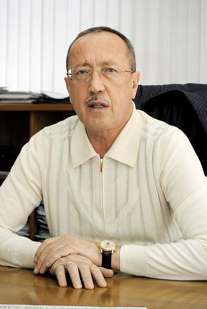 Василий Розинов.