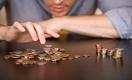 Зарплаты не хватает до конца месяца почти половине работников в РК
