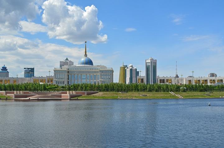 Перед казахским посольством прошла акция «Кыргыз, казах братья»