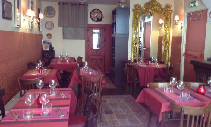 Интерьер ресторана  Chez Mademoiselle в Париже.