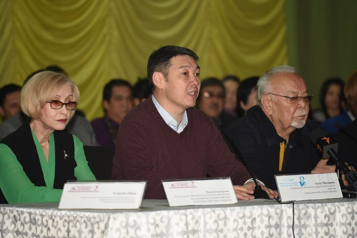 Артисты заступились задиректора театра Ауэзова