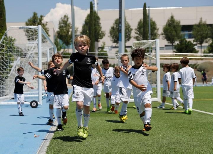 Тренировка по футболу от испанских тренеров