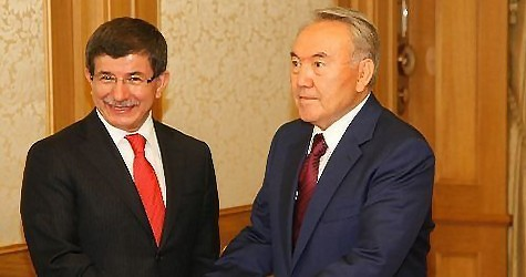Ахмет Давутоглу и Нурсултан Назарбаев.