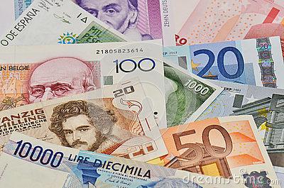 Средневзвешенный курс доллара вырос на13 копеек