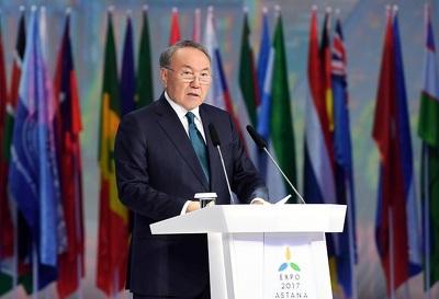 Назарбаев объявил оготовности помогать переговорам РФ иУкраины поДонбассу