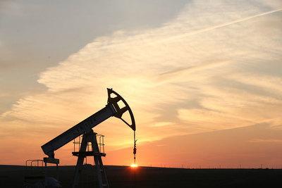 Нефть перешла кросту наданных опадении запасов вСША